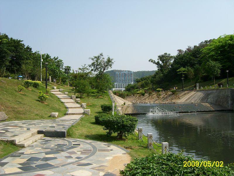 """笔架山风景区在辽宁省锦州市天桥镇,以笔架山岛和""""天桥&#8221"""